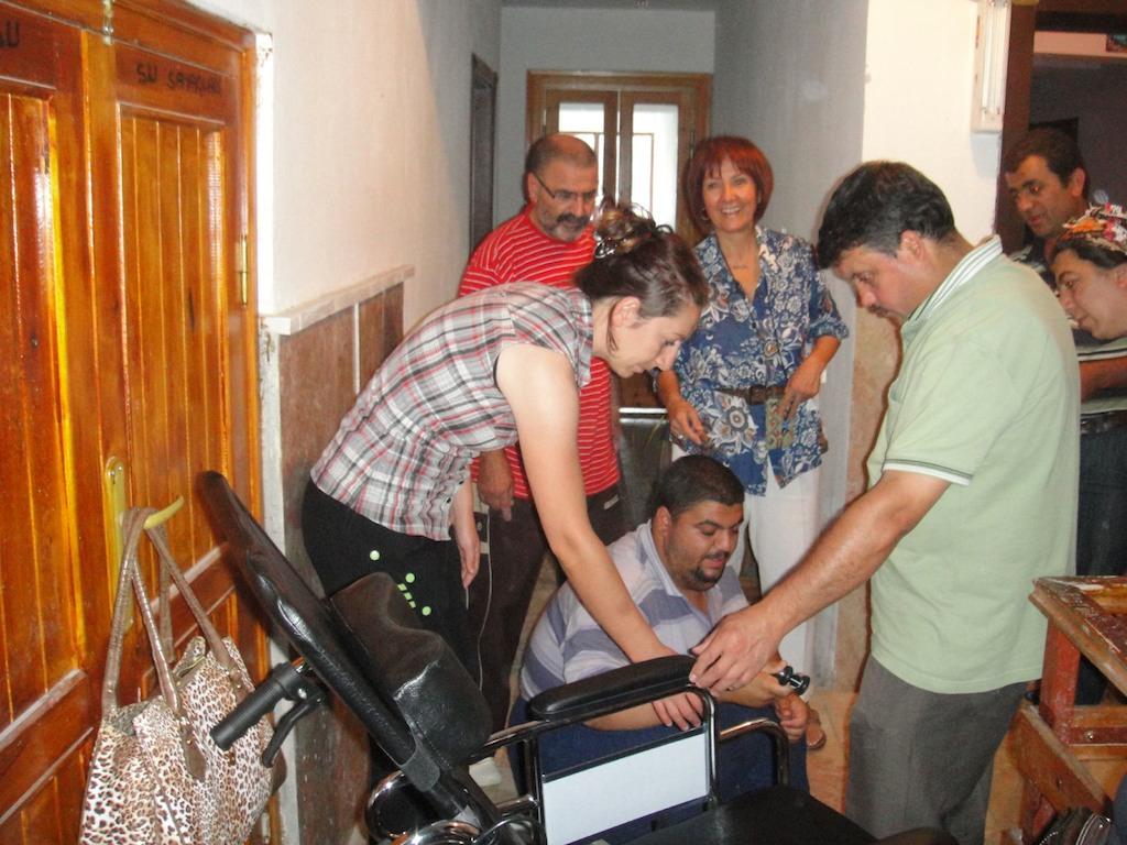 Binnaz Abla ile Tekerlekli Sandalye Yardimi